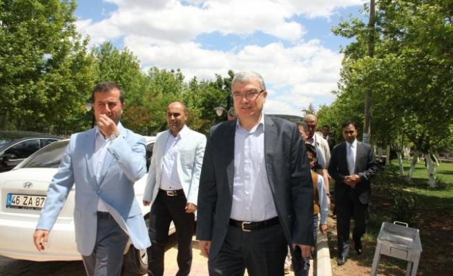 Milletvekili Güvenç, Pazarcık Belediyesini ziyaret etti