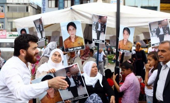 Diyarbakır'da ailelerin eylemi sürüyor