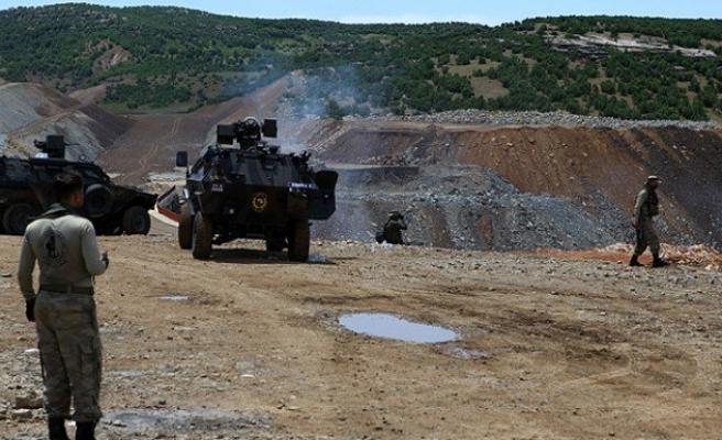 Lice'de jandarma ekiplerine ateş açtılar