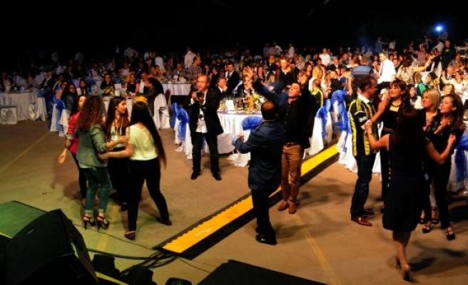 Hüsnü Şenlendirici ve Ziynet Sali ile Şampiyonluk gecesi