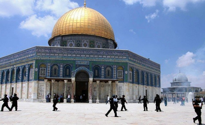 Aşırı dinci Yahudiler zorla Mescid-i Aksa'ya girdi
