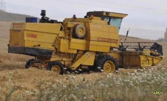 Kahramanmaraş'ta biçerdöverden düşen çiftçi öldü