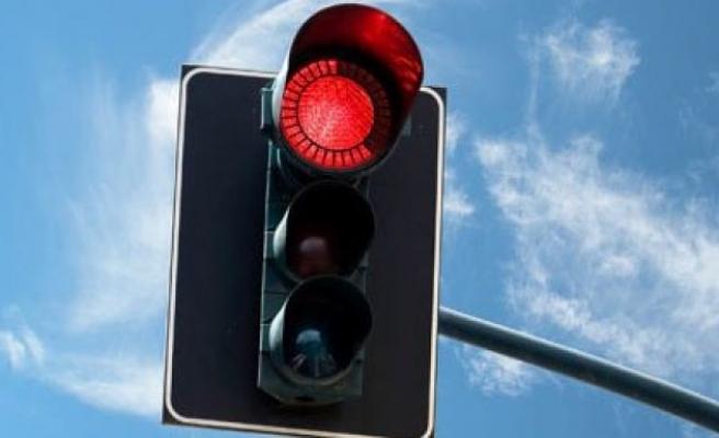 3 kırmızı ışık ihlali ehliyetten edecek