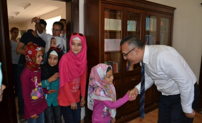 Kaymakam'ın ziyaretçileri Kur'an kursu öğrencileri