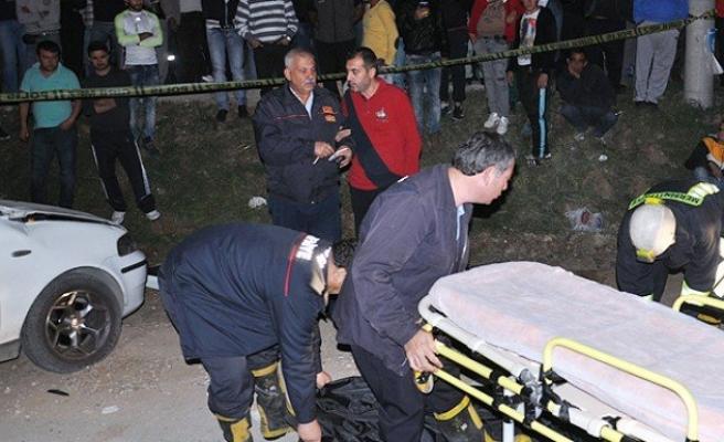 Mersin'de otomobil tıra çarptı: 4 ölü