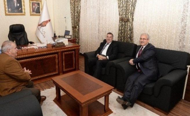 Valilerden Başkan Mahçiçek'e ziyaret