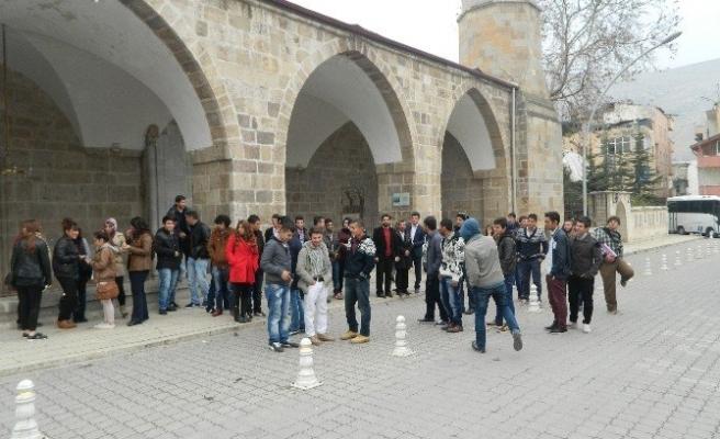 AK Parti Gençlik Kolları öğrencilere şehri gezdirdi