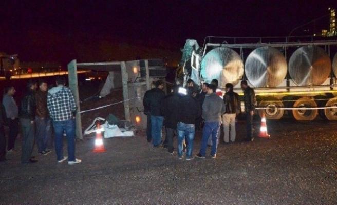 Kahramanmaraş'ta TIR ile kamyon çarpıştı: 1 ölü