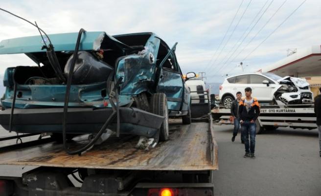 Otomobille cip çarpıştı: 4 yaralı
