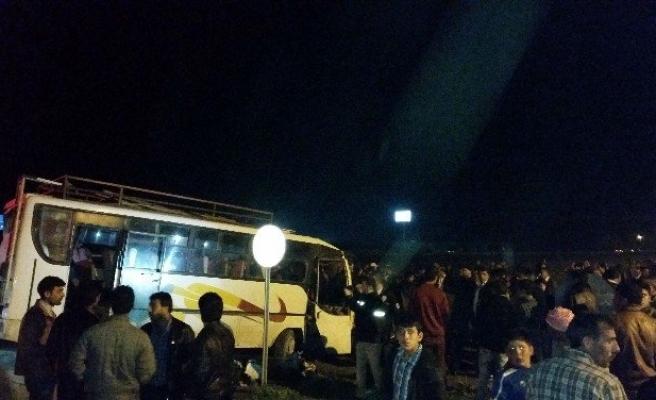 TIR Tarım İşçileri Minibüsü ile Çarpıştı: 18 Yaralı
