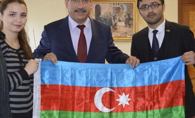 Azeri öğrenciler Rektör Deveci'yi ziyaret etti