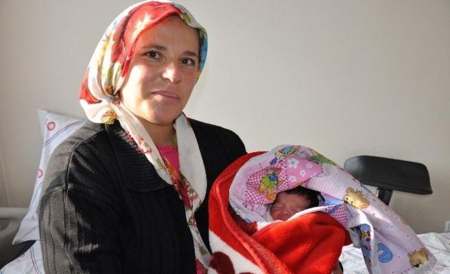 Elbistan'da 2015'in İlk Bebeği 'Uğur' Oldu