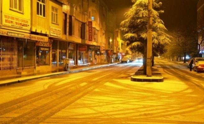 Göksun'da kar yağışı etkili oldu