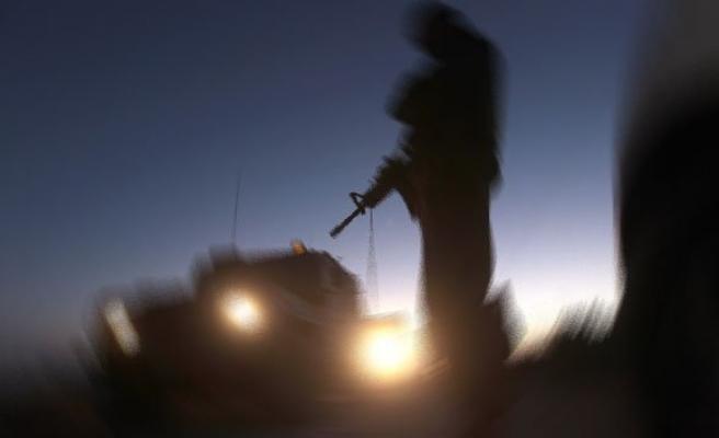 Teröristler askere ateş açtı: 4 yaralı!