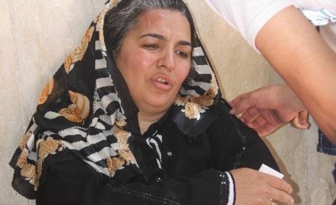 Annesi Adliye Önünde Darp Edilince Gözyaşlarına Boğuldu