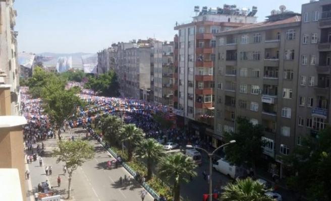 Başbakan Davutoğlu Kahramanmaraş'ta