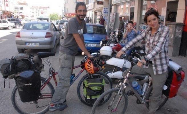 Bisikletli İspanyol Turistler İpekyolu'nu Geziyor