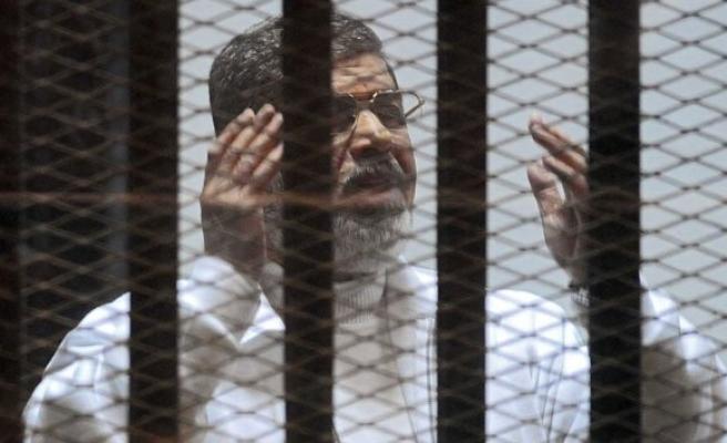 Mursi'ye bir idam, bir müebbet hapis kararı!