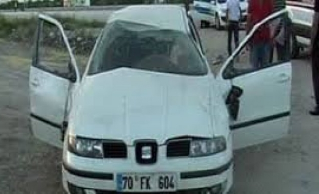 Köpeğe çarpan otomobil takla attı: 5 yaralı!
