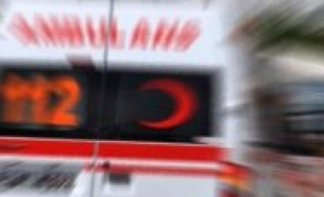Turistlere kamyon çarptı: 2 yaralı!