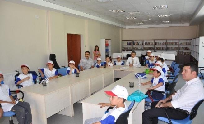 Yaz Okulları İçin Gençlik Merkezi'ni Doldurdular
