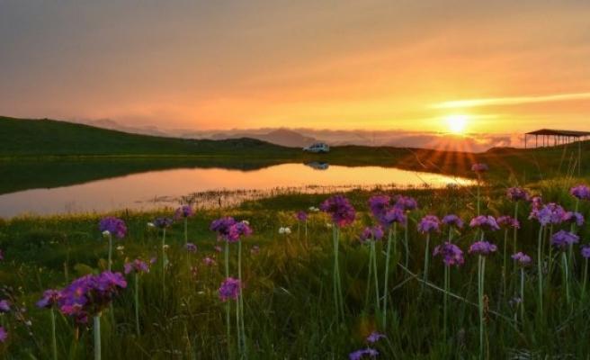 'Dipsiz Göl'de eşsiz gün batımı!