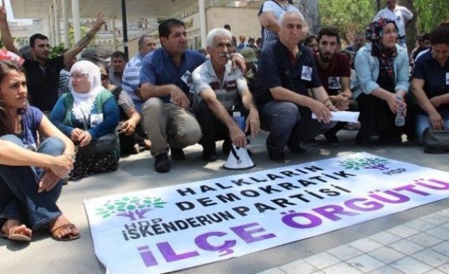 Suruç Saldırısını Oturarak Protesto Ettiler