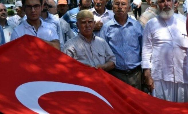 Alperenler terör saldırılarını protesto etti