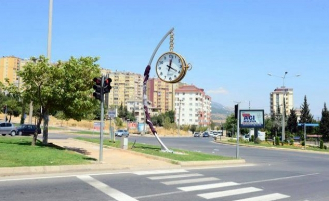 Büyükşehir ile Onikişubat arasında saat gerilimi!