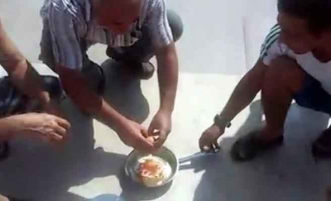 Adana'nın Sıcağı Tavada Yumurta Pişirtti!