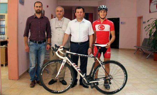 Milli Sporcumuz Profesyonel Bisiklete Kavuştu!