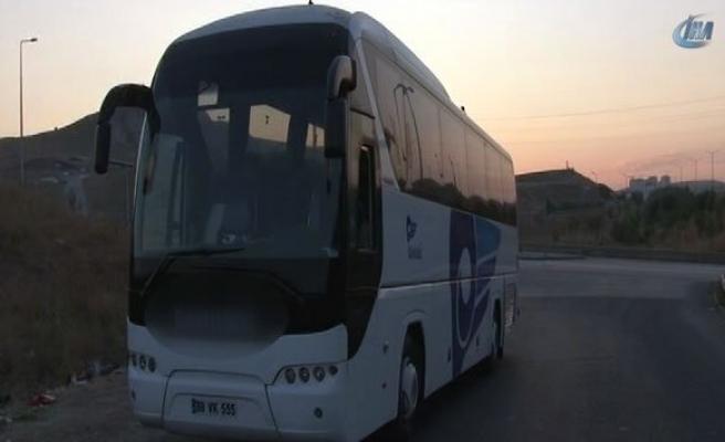 Yolcular tepki gösterdince otobüsü bırakıp kaçtı!
