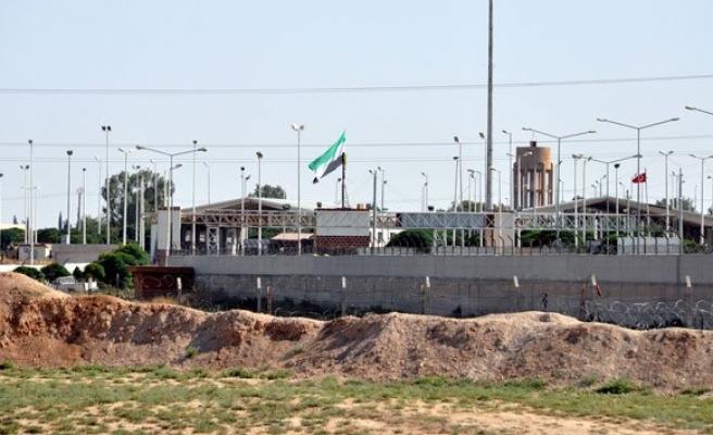Telabyad sınırında ÖSO bayrağı asıldı!
