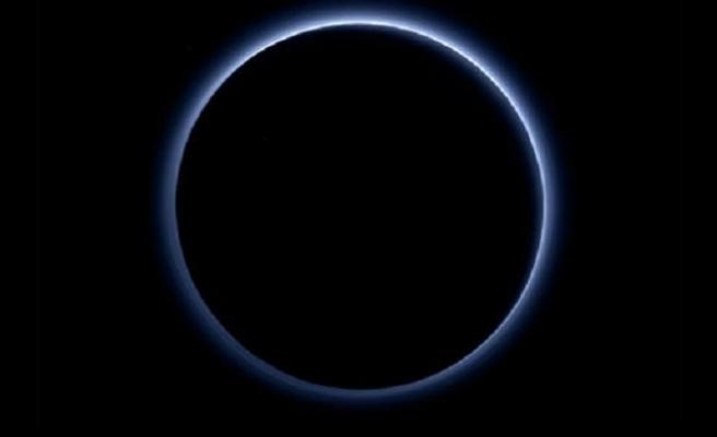 NASA: Plüton'da mavi gökyüzü ve su var!