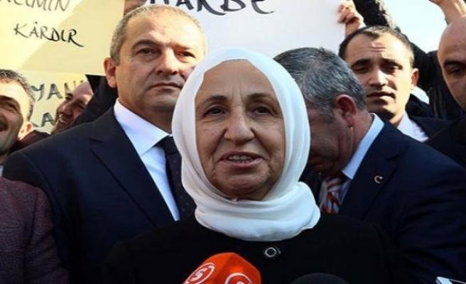Melek İpek: Oğlun ihale aldı deselerdi, vatanı terk ederdim!
