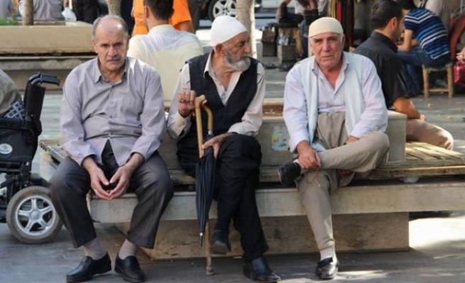 Türkiye'nin yaşlı nüfusu arttı!!