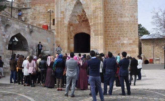 Stajyer öğretmenler Eshab-I Kehf'i gezdi