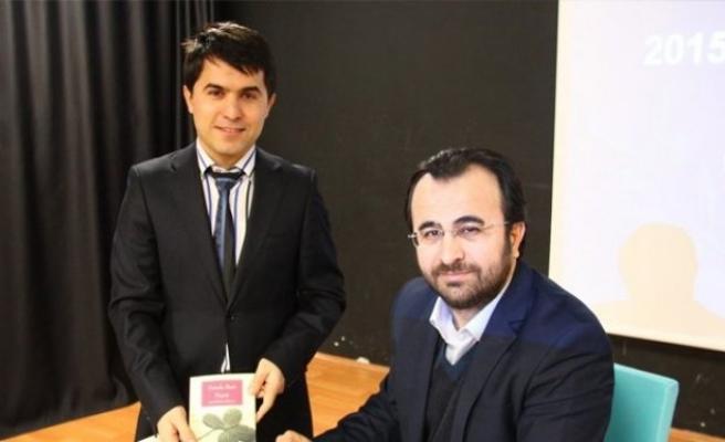 Yazar Özburun: 'Öğretmen sınıfın en çalışkan öğrencisidir'!