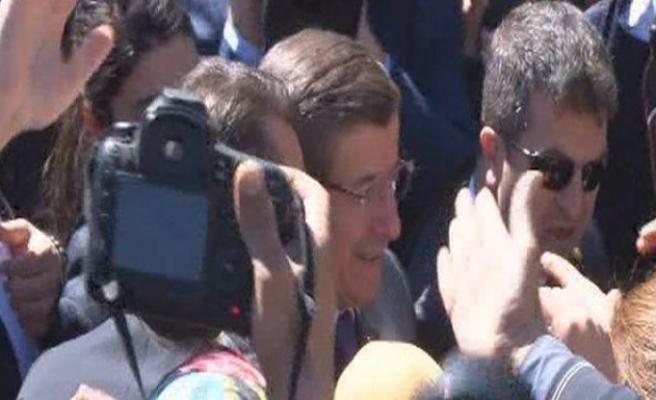 Başbakan Davutoğlu'na Sur'da sevgi seli!