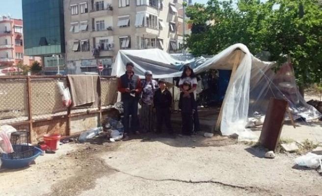 İstenmeyen kiracı 4 çocuğuyla çadır kurdu!