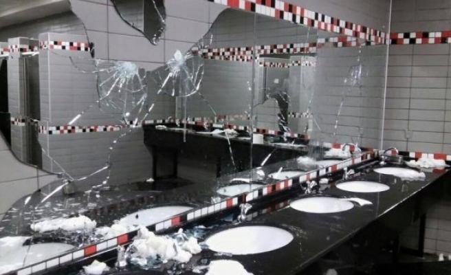 Fenerbahçe taraftarları koltuk ve tuvaletlere zarar verdi!