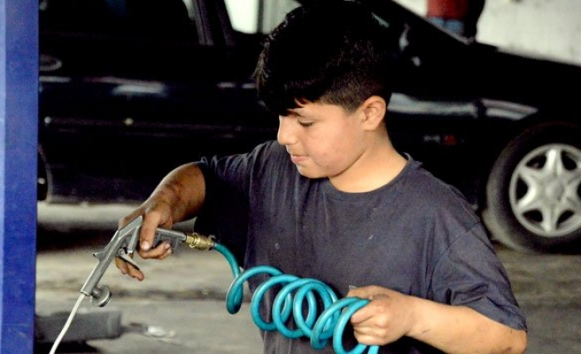 Çocuk işçiler bayramı çalışarak geçirdi!