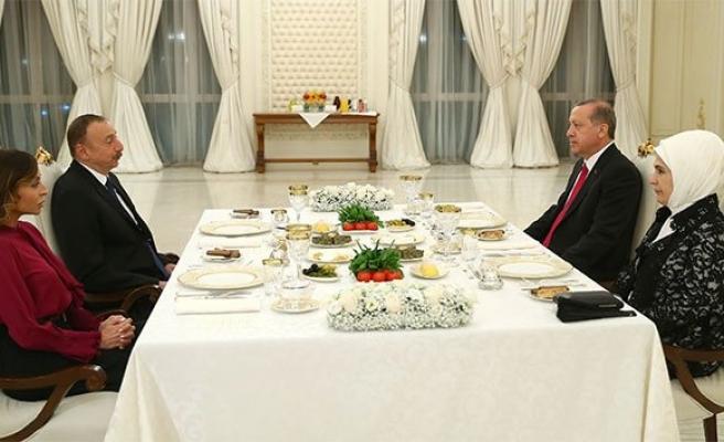 Cumhurbaşkanı Erdoğan, onuruna verilen yemeğe katıldı!