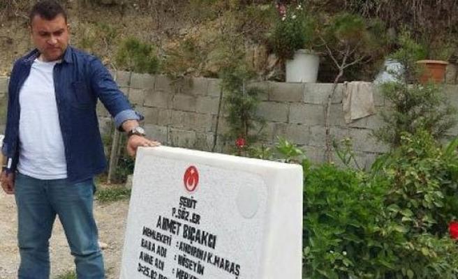 Hastaneden çıktı arkadaşının mezarına koştu