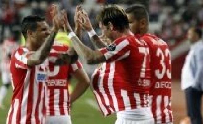 Türk futbolunun yıldız kalecisi hayatını kaybetti!