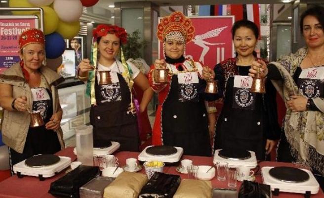 Yabancı gelinler Türk kahvesi yapmak için yarıştı!