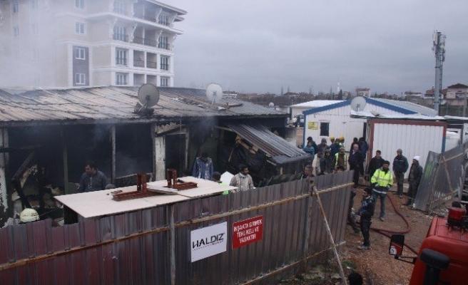 Kocaeli'de işçilerin kaldığı konteyner yangında kül oldu!