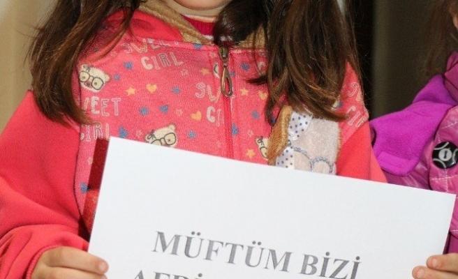 Çocuklar kumbaralarını Mehmetçik için açtı