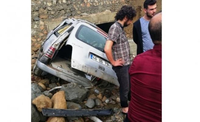 Otomobil dereye uçtu: 2 yaralı!