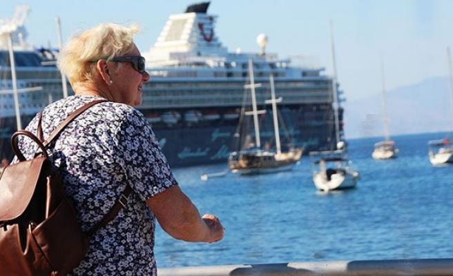 3 bin turist bir anda Bodrum'a akın etti